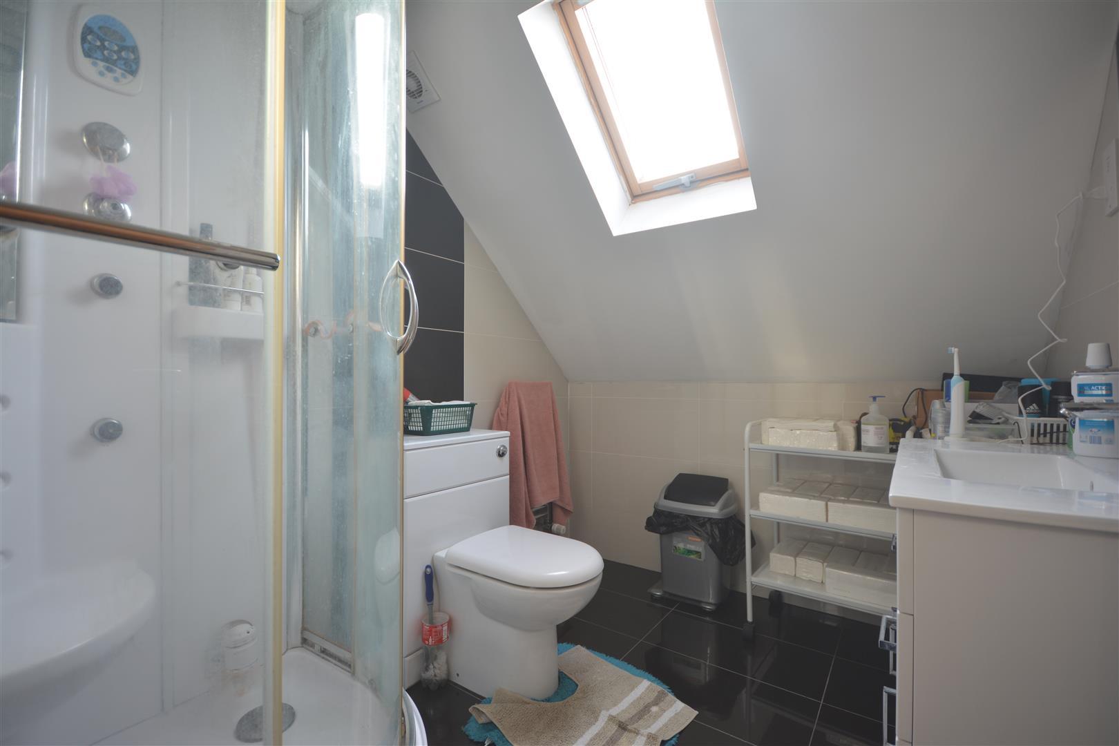 family shower room .JPG